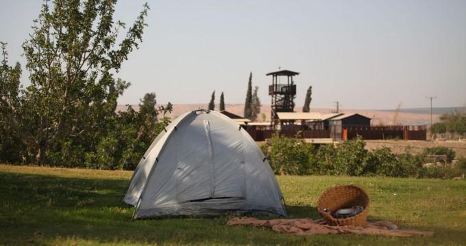גם השלושה סחנה