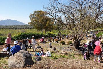 """בוגרי תכנית """"שומרי הנחל"""" מבית הספר תינאל בכפר כמא הדריכו את התלמידים ביום שיא להכרת המעיינות והנחלים"""